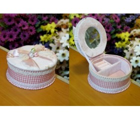 Шкатулка тканевая круглая с жемчугом