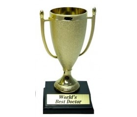 Кубок подарочный для врача