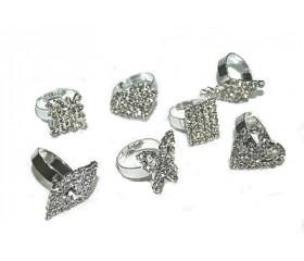 Перстень с камнями серебристый